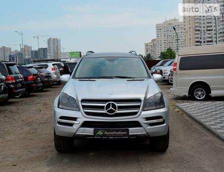 Mercedes-Benz GL 450 2010  выпуска Киев с двигателем 4.7 л бензин внедорожник автомат за 22222 долл.