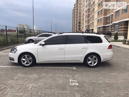 Volkswagen Passat 2013  выпуска Одесса с двигателем 2 л дизель универсал автомат за 15500 долл.
