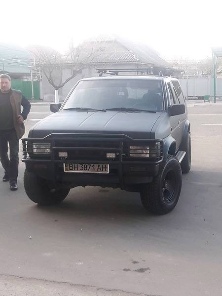 Nissan Terrano 1989  выпуска Одесса с двигателем 3 л газ внедорожник механика за 5000 долл.