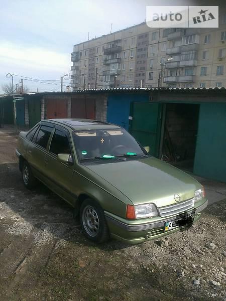 Opel Kadett 1988  выпуска Днепропетровск с двигателем 1.8 л газ седан механика за 2100 долл.