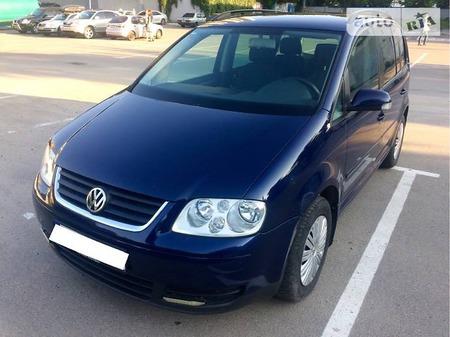 Volkswagen Touran 2005  выпуска Днепропетровск с двигателем 2 л дизель минивэн механика за 2600 долл.