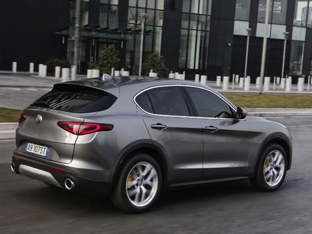 Alfa Romeo Stelvio 2019  выпуска  с двигателем 2 л бензин внедорожник автомат за 1227200 грн.