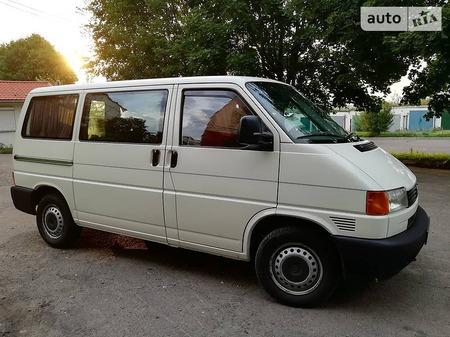 Volkswagen Transporter 2002  выпуска Ровно с двигателем 1.9 л дизель минивэн механика за 7100 долл.