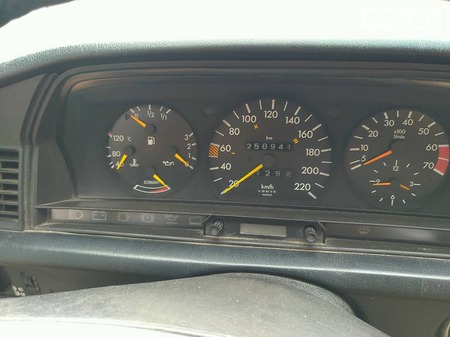 Mercedes-Benz 190 1990  выпуска Запорожье с двигателем 2 л  седан механика за 3000 долл.