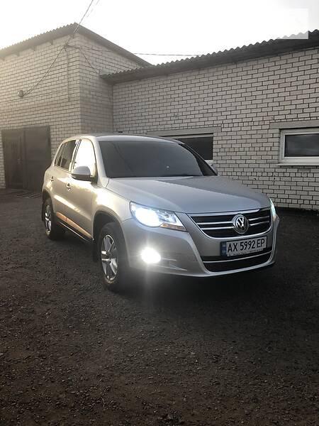 Volkswagen Tiguan 2011  выпуска Харьков с двигателем 2 л дизель внедорожник автомат за 14200 долл.