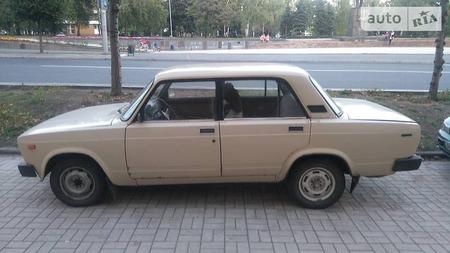 Lada 2105 1981  выпуска Донецк с двигателем 1.3 л бензин  механика за 950 долл.
